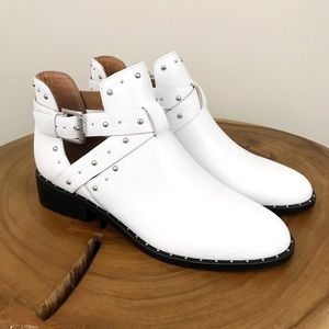 NIB HALOGEN White Leather Silver Buckle Booties
